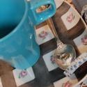 """kézzel festett porcelán tányér+ színes bögre, Baba-mama-gyerek, Konyhafelszerelés, Bögre, csésze, Festett tárgyak, Kézzel festett porcelán kockás tányér, """"rózsa"""" mintával díszített.  + színes bögre  A bögre 2,5 dl-..., Meska"""