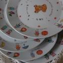 kézzel festett porcelán tányér, Baba-mama-gyerek, Konyhafelszerelés, Festett tárgyak, 19 cm átmérőjű tányér ovis jelekkel, a megrendelő egyéni kérése alapján készült, az általa küldött ..., Meska