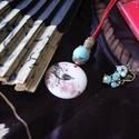 porcelán medál kézi festéssel, Ékszer, Medál, Nyaklánc, Kézzel festett porcelán medál, általam festett madár, sakura díszítménnyel. A festett lapocs..., Meska