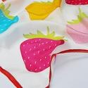 Színes epres trendi selyemkendő , Képzőművészet, Ruha, divat, cipő, Kendő, sál, sapka, kesztyű, Kendő, Színes epres trendi selyemkendő  Feltűnő színek, eprek díszítik ezt az izgalmas trendi kendőt. Nagyo..., Meska