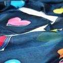 Színes Szerelem  selyemsál, Ruha, divat, cipő, Kendő, sál, sapka, kesztyű, Kendő, A kendő mintája egyszerre modern és romantikus. A sötétkék alapon fekete kontúrral körülrajzolt szín..., Meska