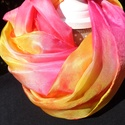 Gyümölcsös vidám selyemsál, Ruha, divat, cipő, Kendő, sál, sapka, kesztyű, Sál, Selyemfestés, anyaga: 100% selyem mérete: 40*150 cm Színvilága : pink-sárga-narancs-piros dinamikus kombinációja ..., Meska