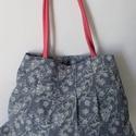 Virágos táska rózsaszín füllel, Táska, Anyák napja, Ballagás, Válltáska, oldaltáska, A táska kék, virágos vászonból készült, rózsaszín, textilbőr füllel. A bélésén egy nag..., Meska