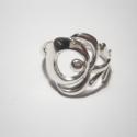 Kalocsai virágos gyűrű(1) , Magyar motívumokkal, Ékszer, óra, Gyűrű, Ékszerkészítés, Ötvös, Kalocsai hímzésmintákról lestem el ezt a virágmintát.925-ös ezüstből készül.Fémjelzett.Található a ..., Meska