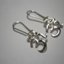 Óm jel ezüst füli , Ékszer, Fülbevaló, Óm akasztós fülbevaló.925-ös ezüstből készült ékszer., Meska