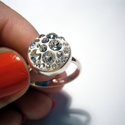 Swarovski köves gyűrű ezüst alappal, Ékszer, Fülbevaló, Gyémánt formájú Swarovski köveket használtam az ékszerhez.A gyűrű alapja 925-ös ezüstből..., Meska