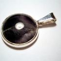 Ametiszt medál, Ékszer, Gyűrű, Kerek kaboson ametisztkőhöz készítettem ezüstből a medált. Fémjelzett ékszer., Meska