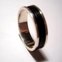 Férfi ezüst gyűrű, Férfiaknak, Ékszer, Gyűrű, Ékszer, kiegészítő, Szögletes peremes ezüst gyűrűt fekete kaucsukgyűrűkkel díszítettem.6 mm széles 925-ös ezü..., Meska
