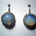Opál ezüstfülbevaló, Ékszer, Fülbevaló, Ékszerkészítés, 1cm-es Kaboson szintetikus opál kövekhez készítettem a fülbevalót 925-ös ezüstből.A kő színe tejfeh..., Meska