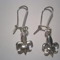 Liliomos fülbevaló, Ékszer, Fülbevaló, 10x13mm-es a liliom.Az akasztós fülbevaló  925-ös ezüstből készült.Található a boltomban h..., Meska