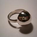 Gomb(a) gyűrű ezüstből, Ékszer, Gyűrű, 925-ös ezüstből készült,fémjelzett ékszer A képen lévő gyűrűnél:félgömb 15mm-es ,a gy..., Meska