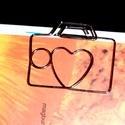 szívecskés -könyvjelző, Ékszer, Mindenmás, Otthon, lakberendezés, Nikkelmentes, ezüstözött, hajlított drót. Könyvjelző mérete. 4,7 cm*4 cm, Meska