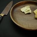 Egyedi diófa gyümölcsös tál, Dekoráció, Otthon, lakberendezés, Konyhafelszerelés, Famegmunkálás, Pár szép gyümölcsöt beletéve tökéletes dísze lehet az ebédlőasztalnak.  Átmérő: 27cm Magasság: 3.5c..., Meska