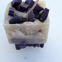Tömb gyertya levendula-vanília illattal 21., Dekoráció, Otthon, lakberendezés, Gyertya, mécses, gyertyatartó, Levendula-vanília  illatú,2 színű,nagyobb méretű tömbgyertya,súlya:266gramm,7x7x7cm., Meska