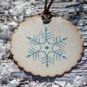 """""""Hópihe"""" Karácsonyi ajándékkísérő, Dekoráció, Karácsonyi, adventi apróságok, Ajándékkísérő, képeslap, Karácsonyi dekoráció, Egyedi készítésű karácsonyi ajándékkísérő, melyet strukturált felületű kartonra nyomdázással készíte..., Meska"""