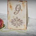 Vintage asztalszám inda motívummal, Esküvő, Esküvői dekoráció, Meghívó, ültetőkártya, köszönőajándék, Egyedi készítésű asztalszám, melyet strukturált felületű kartonra nyomdázással (nem nyomtatással) ké..., Meska