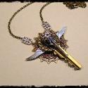 Steampunk kulcs medálos nyaklánc, madárkoponyával, Ékszer, Nyaklánc, A Steampunk stílushoz elengedhetetlen, kulcs motívum pláne a szárnyakkal.  Ezüst, bronz, vörö..., Meska