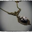 Kis kámeás nyakláncok, bronz láncon, kis középdísszel, Ékszer, Bronz színű láncon, kézzel festett egyedi kivitelezésű denevérkoponya kámea. . A medál mér..., Meska