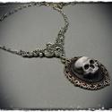 Kis kámeás nyakláncok, ezüst láncon, kis középdísszel, Ékszer, Ezüst színű láncon, kézzel festett egyedi kivitelezésű, koponya kámea. . A medál mérete: 3..., Meska