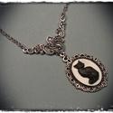 Kis kámeás nyakláncok, ezüst láncon, kis középdísszel, Ékszer, Ezüst színű láncon, kézzel festett egyedi kivitelezésű cica kámeák. Fehér alapon fekete ci..., Meska