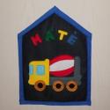 Betonkeverős textilkép - névtábla, Baba-mama-gyerek, Otthon, lakberendezés, Gyerekszoba, Falikép, Gyerekszoba falára, vagy az ajtóra készült ez a kis textilkép. Az előlap sötét farmer, rajta..., Meska