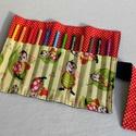 Katicás ceruzatekercs, Baba-mama-gyerek, Táska, Játék, Gyerekszoba, Praktikus, helyes kis ceruzatekercs, amibe 12 db ceruza helyezhető el. Alapanyaga kívül sötétkék far..., Meska