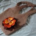 Őszi rózsa: nemez válltáska  58% kedvezménnyel!, Táska, Válltáska, oldaltáska,   100% természetesség, valódi gyapjúból nemezeltem ezt a kis táskát, anyaga jó vastag, strapabíró le..., Meska