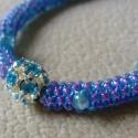 Kék gyöngyfűzött karkötő, Ékszer, Karkötő, Kék gyöngyfűzött karkötő. Szép, telt kék szín lila árnyalattal. 18 cm, japán gyöngy, selyemcérna..., Meska
