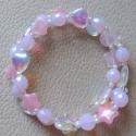 Rózsaszín karkötő üveggyöngyökkel, Friss és csillogó karkötő kisasszonynak. A kar...