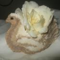 Galamb virágkosárka, Esküvő, Esküvői dekoráció, Galamb formájó gyöngyfűzött virágkosárka. Egyedi esküvői ajándék jó ízlésű embereknek!..., Meska