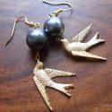 Fekete-arany madaras fülbevaló, Ékszer, Fülbevaló, Fekete-arany madaras fülbevaló. Csak bátraknak! 4.5 cm hosszú. , Meska
