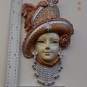 Velencei maszk kalapos 001 , Képzőművészet, Dekoráció, Szobor, Dísz, Festett tárgyak, Szobrászat, Kézzel festet modellgipszből készült falra akasztható női maszk.   magasság: 32 cm szélesség: 18 cm..., Meska