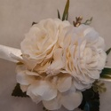 Fehér rózsa és hortenzia csuklódísz, Csuklódísz fehér selyem  rózsából és horten...