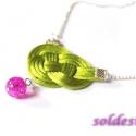 Nyaklánc csomózott medállal, Ékszer, Nyaklánc, Színesedjünk! :) Vagány csomózott medál élénk zöld szaténzsinórból, rajta egy pink színű gyöngyöcské..., Meska