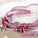 Bőr karkötő fém és fa gyöngyökkel, Ékszer, Karkötő, Pihe-puha rózsaszín velúr bőrszálakból készítettem ezt a karkötőt, ezüst színű fém és pink fa gyöngy..., Meska