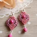 Pink és mályva - makramé fülbevaló, Ékszer, Fülbevaló, Gyönyörű mályvás árnyalatok találkozása némi pink színnel. A fülbevaló alapja barackvirág makramé fo..., Meska