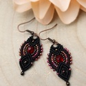 Vörös és fekete - makramé fülbevaló, Gyönyörű rubin, irizáló vörös, bronz és a ...