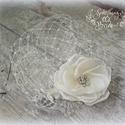 Virágmotívumos gyöngyhímzett csipkés kalitkafátyol, Esküvő, Hajdísz, ruhadísz, Ez a Virágmotívumos gyöngyhímzett csipkés kalitkafátyol igazán egyedi darab. Finom ekrü színe a legt..., Meska