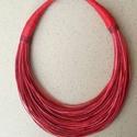 Piros-bordó nyaklánc  L2104,  Piros-bordó 3 különböző árnyalatai.   A nya...