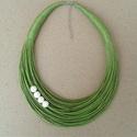 L2138 almazöld-fehér nyaklánc , Almazöld nyaklánc fehér kerámia gyöngyökkel....