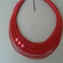 L2237 Piros pamut nyaklánc porcelán gyöngyökkel, Ékszer, Nyaklánc, Piros nyaklánc porcelán gyöngyökkel.   A nyaklánc hossza: 44cm+5cm (a legrövidebb szál)  A va..., Meska