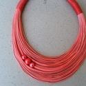 L2444 Lazac színű pamut nyaklánc, Lazacszínű nyaklánc 3 kerámia gyönggyel.   A ...