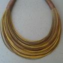 L2451 Rozsdabarna-okker sárga pamut nyaklánc, Őszi színek kombinációja.   A nyaklánc hossza...