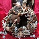 Kopogtató 30cm, adventi ajtódísz, Dekoráció, Ünnepi dekoráció, Karácsonyi, adventi apróságok, Karácsonyi dekoráció, Virágkötés, 30 cm átmérőjű adventi kopogtató (ajtódísz) kerek alapra, termésekkel és egyéb dekorációs elemekkel..., Meska