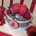 Adventi asztaldísz 16cm kerek dobozban, Dekoráció, Ünnepi dekoráció, Karácsonyi, adventi apróságok, Karácsonyi dekoráció, Virágkötés, 16 cm átmérőjű adventi asztaldísz kerek dobozban, gyertyákkal, termésekkel és egyéb dekorációs elem..., Meska