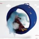 Álomtündér - tűnemezelt baba, dísz, függő, Gyerek & játék, Otthon & lakás, Dekoráció, Álomtündér... :-)  Annak készült. Álmosan ásít (Emma szerint cumizik...), hóna alatt kedvenc állatká..., Meska