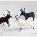 Rénszarvasok - tűnemezelt figura, dísz, Dekoráció, Karácsonyi, adventi apróságok, Ünnepi dekoráció, Karácsonyi dekoráció,  Rénszarvas csapat 2.250.-Ft/db Más színben, egyedi darabszámban is kérhető., Meska