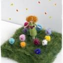 """Kislány virágokkal - tűnemezelt figura, dísz, Otthon & lakás, Dekoráció, Lakberendezés,   8cm-es kislány + 12x12cm-es """"rét"""" virágokkal  Tehetők ablakba, asztalra. Tavaszcsalogatónak. Vagy ..., Meska"""