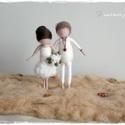 Esküvő (menyasszony-vőlegény) - tűnemezelt baba, dísz, függő, Esküvő, Nászajándék, Esküvői dekoráció, Nemezelés, Egyedi és különleges esküvői ajándék lehet.  A pár karaktere szerint készítem el a babákat, 12cm-es..., Meska