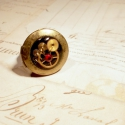 Lady Permelia W. Fairchild - Steampunk gyűrű, Ékszer, óra, Gyűrű, A Fairchild család tagjai igazi személyre szóló darabok. A nyitható medálok belsejébe mindenki szívé..., Meska
